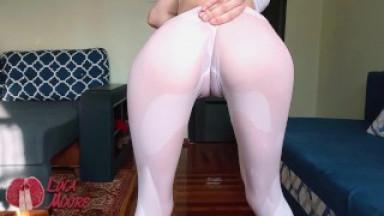 Perfect body in wet yoga leggings
